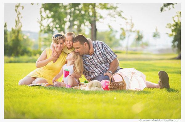 Family-Photographer-Mark-Umbrella